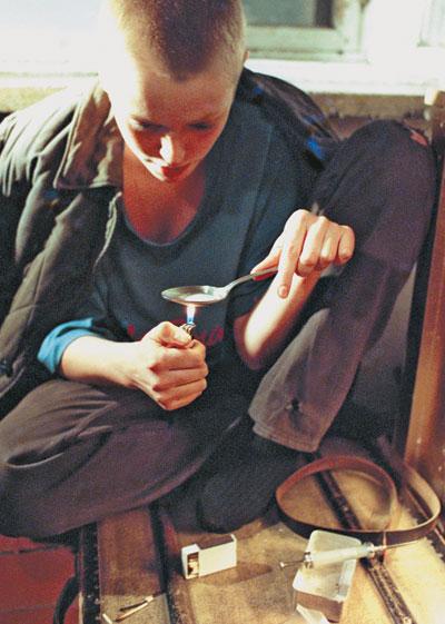 Самоотношение подростков с разной самооценкой - Рефераты. правонарушений, наркоманию, алкоголизм, агрессивное и